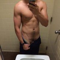beau corps gay musclé sportif